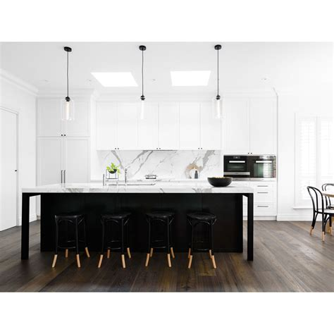 The white shaker b15 is: White shaker kitchen cabinets with black hardware
