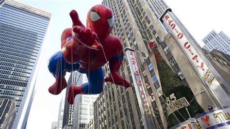 high winds  ground macys thanksgiving day parade