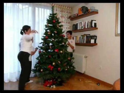 como adornar un arbol de navidad de papel como adornar un arbol de navidad con malla imagui