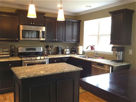 kitchen cabinets without crown molding no headache kitchen cabinet makeover finish pros 8190