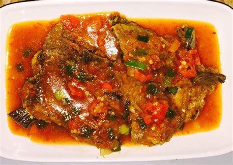 Ikan gurame selain memiliki vitamin yang baik untuk kesehatan, rasanya juga sangat nikmat. Resep Gurame saus padang oleh tanti firmantoro - Cookpad