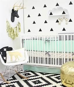 stickers chambre bebe fille pour une deco murale originale With chambre bébé design avec pot de fleur gris design