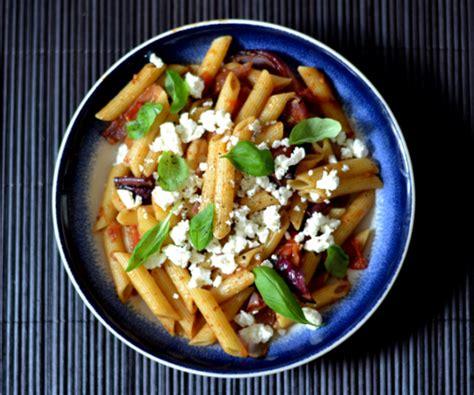 pates a la feta food recette des p 226 tes feta et basilic 224 la sauce tomate roasted l etudiant trendy