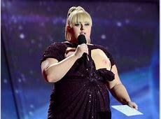 Rebel Wilson entblösst an den MTV Movie Awards falsche
