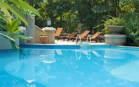 Swimmingpoolbanner1  M & J Plastering