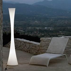 Lampadaire Design Italien : 1000 id es sur le th me lampadaire jardin sur pinterest lampadaire exterieur luminaire pas ~ Teatrodelosmanantiales.com Idées de Décoration