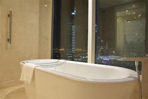 hotel con vasca vasca con vista picture of nassima royal hotel dubai