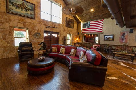 Mueller builders of sw wi, llc. Mueller Barn Home with an Oklahoma Branch (With images ...
