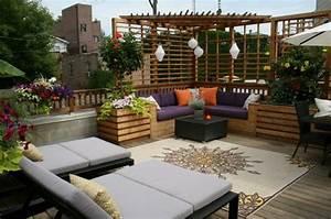 garten sitzecke 99 ideen wie sie ein outdoor wohnzimmer With feuerstelle garten mit holz teppich balkon