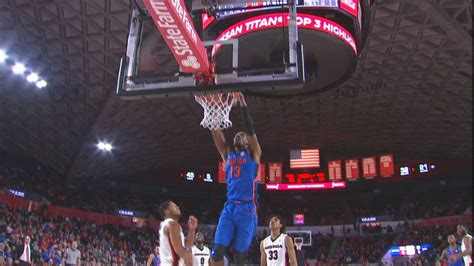 Gators' Hayes with easy two-handed jam.