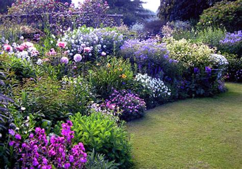 simple fresh  beautiful flower garden design ideas