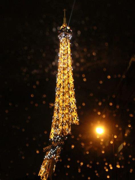 torre eiffel illuminata la torre eiffel illuminata viaggi vacanze e turismo
