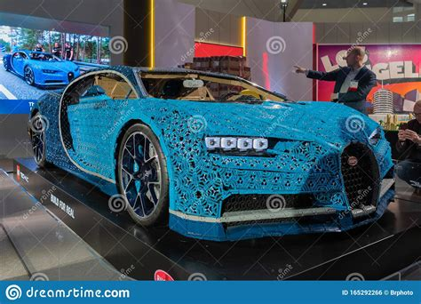 Learn how the engineers and the designers. Bugatti Chiron Lego Real Size On Display During Los Angeles Auto Show Editorial Photo - Image of ...