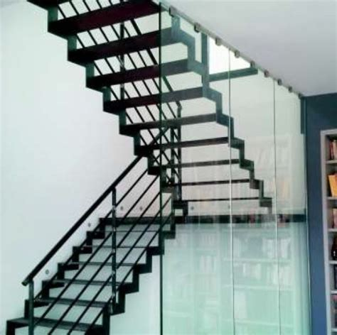 modeles cuisines contemporaines escalier bois acier beton cire marbre ou carrelage garde