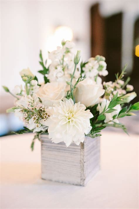6 Tips to Keeping Your Centerpieces Chic Willowdale
