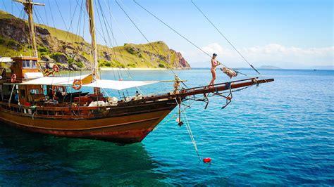 komodo island sailing indonesia youtube