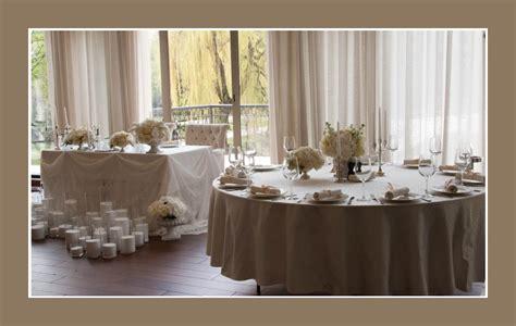 Weiße Runde Tische by Hochzeit Tischdeko Tips