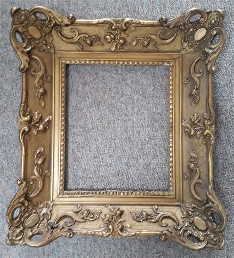 Painting Mirror Frame Of Gilded Cameo On Wood In Baroque