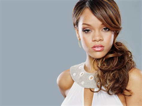 Rihanna Photos & Pictures