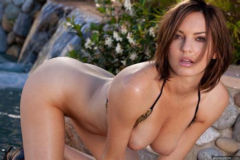 Dakota Rae Strips Off Her Shiny Bikini Outside In Sexy