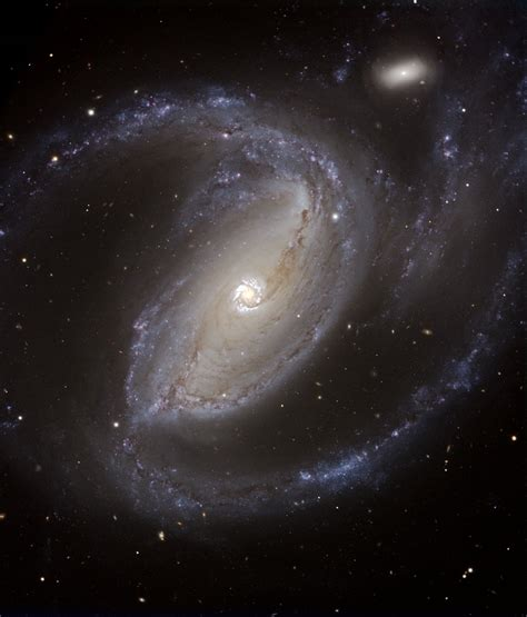But we have learned a few things about barred spiral galaxies like ngc 2608. Galaxia Espiral Barrada 2608 / Hubble revela galáxia ...