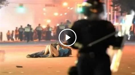 Vancouver Riot Kiss Meme - vancouver riot kiss couple still together but still plagued by occasional trolls 1 news now