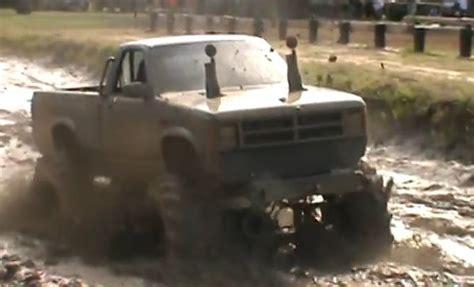 dodge mud truck muddy monday 1st gen dodge dakota mud trucks is crazy