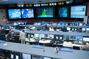 Mission Control Center during SpaceX Rendezvous Operations ...