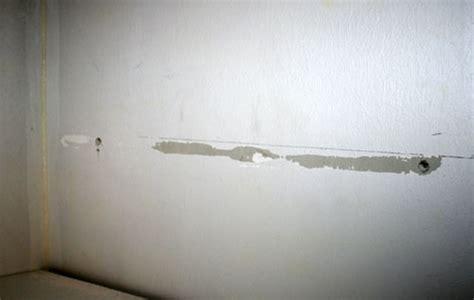 comment fixer un meuble de cuisine au mur comment fixer un tasseau conseils et astuces bricolage