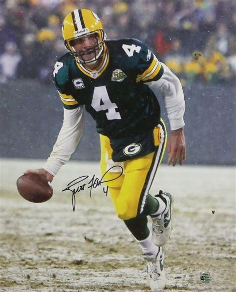 Brett Favre Autographed 16x20 Hand Off Photo Favre