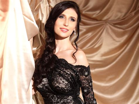 bollywood actress claudia ciesla latest hd  images