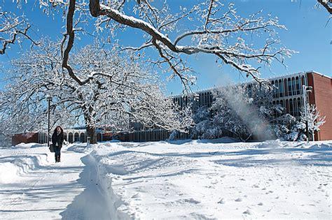 walking   winter wonderland campus  carleton