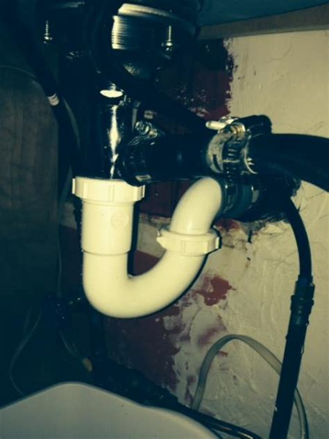 my kitchen sink is not draining new kitchen sink not draining properly doityourself 8950