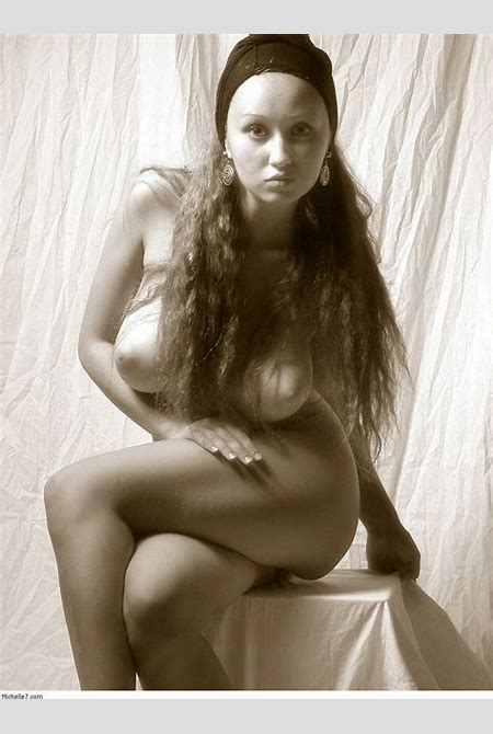 Aneli Stretching | Curvy Erotic