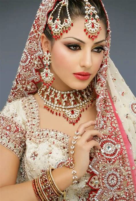 royal style dress   jewellery  indian bride