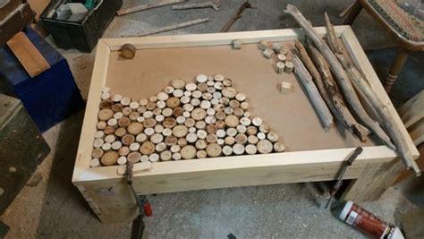 repeindre les meubles de cuisine table basse fait maison de palettes et bois flotté