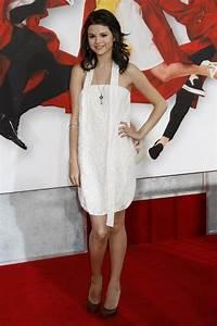 Selena Gomez Gold Pendant - Selena Gomez Looks - StyleBistro