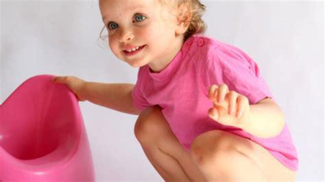 apprendre le pot a bebe apprendre la propret 233 224 un enfant 10 r 233 flexes contre productifs magicmaman