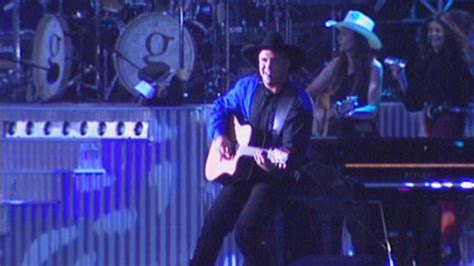 flashback garth brooks  history   central
