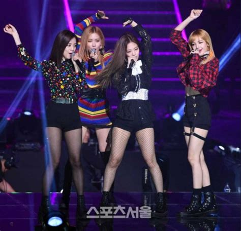 blackpink performed seoul awards