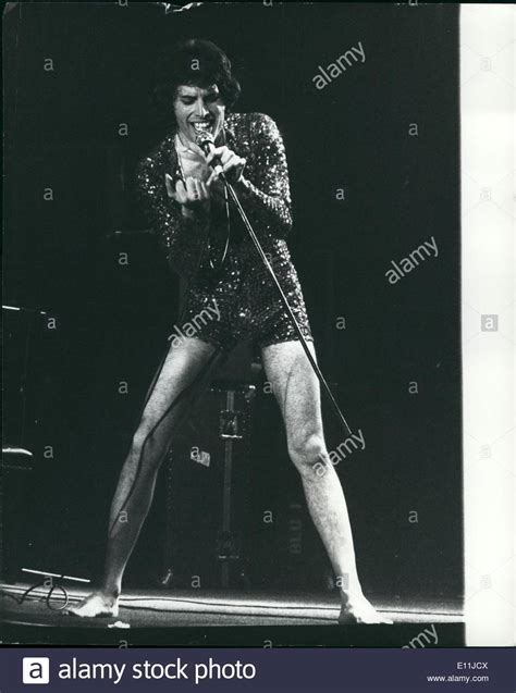 May 05, 1978  Queen On Stage At Wembley One Of The World