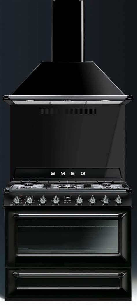 cuisine smeg piano de cuisson smeg tr90 noir avec hotte et crédence