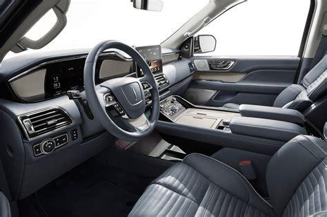lincoln navigator debuts   york auto show