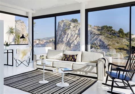 cuisine moderne blanche et bois maison de vacances décoration blanche une maison de