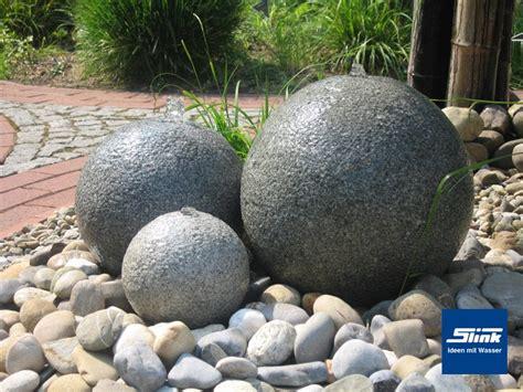 Wasserspiel Stein Garten by Gartenspringbrunnen Wasserspiel Granitkugel Trio Slink