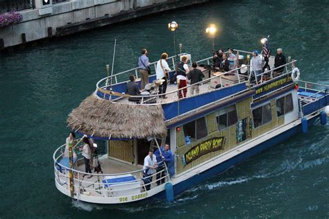 Tiki Bar Chicago by Island Boat Rent A Floating Tiki Bar In Chicago