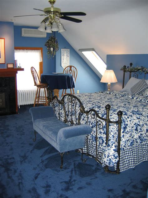 Decorating Ideas For Living Room With Blue Carpet by Black And Blue Bedroom Ideas Blue Carpet Bedroom