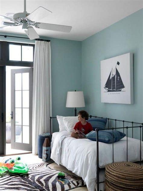 chambre enfant m davaus chambre bebe avec mur bleu avec des id 233 es