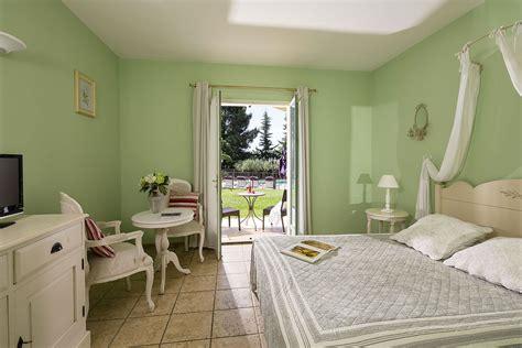 chambre avec gard hotel charme pont du gard clos de pradines avec piscine