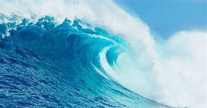 Amazing picture of amateur surfer conquering 50ft wave ...  Wave